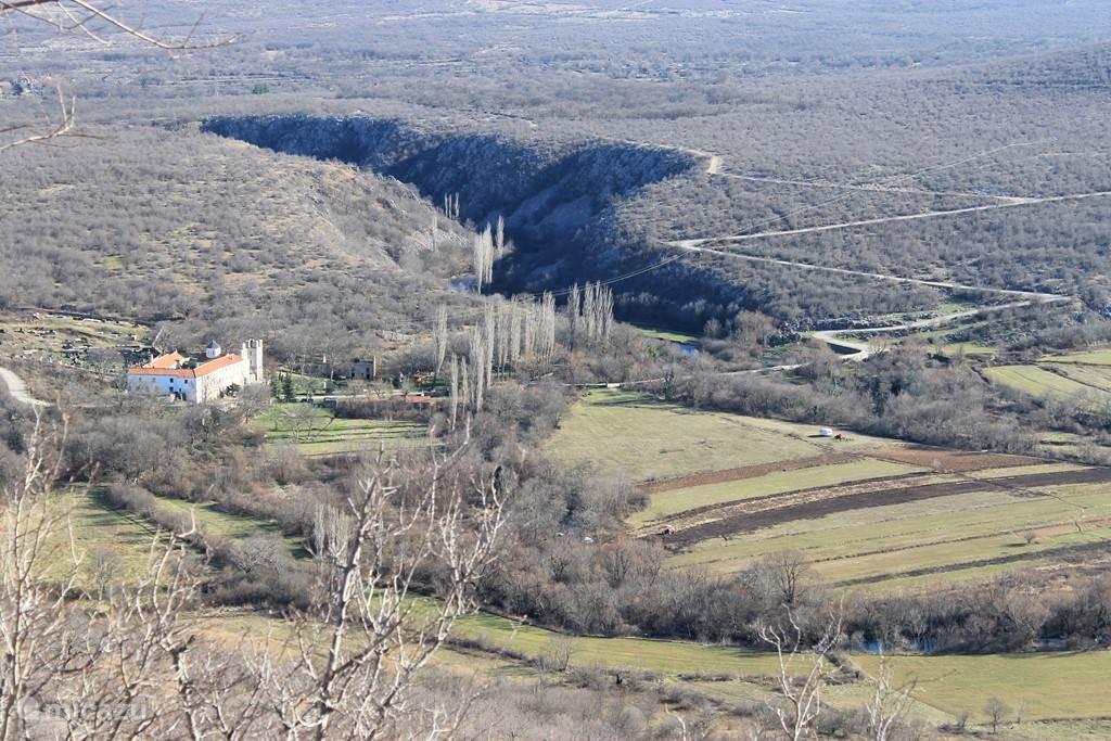 Monastir Krupa van bovenaf