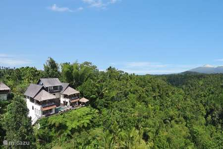 Vacation rental Indonesia, Bali, Ubud villa Mind-Blowing Jungle Villa / Stunning