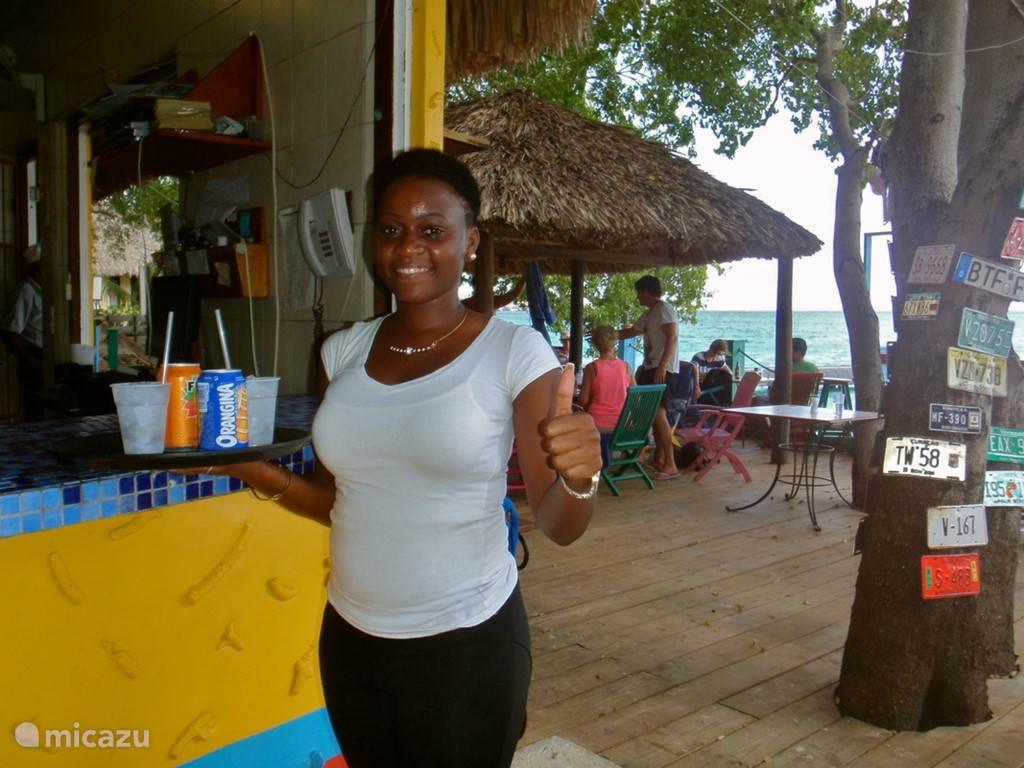 Bar en Gril Playa Kalki