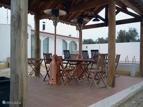 Portugese Alpendre of open veranda aan het zwembad