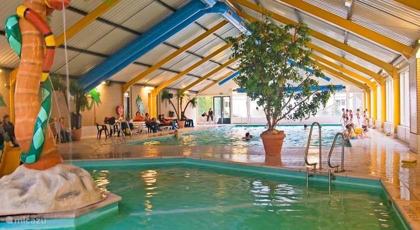 zwembad met apart kinderbad