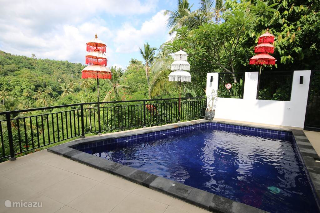 Private swimming pool with wide step. The swimming pool is partially 1 meter and 1.50 meters deep.