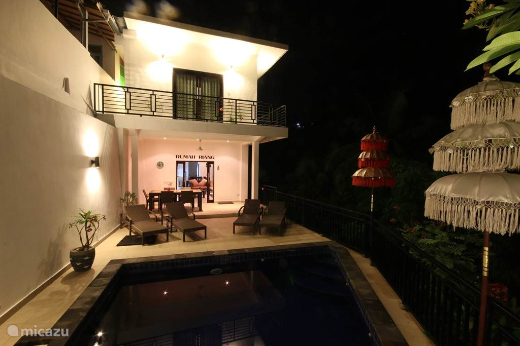 Villa Riang by night.