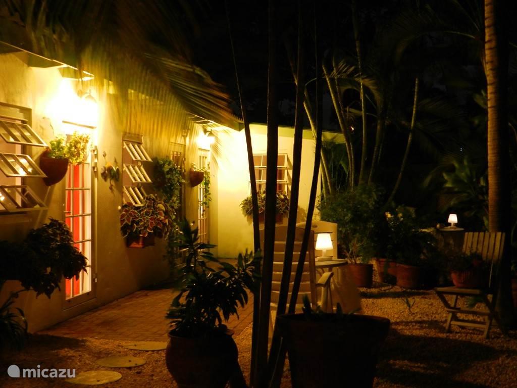 Cottage bij avond