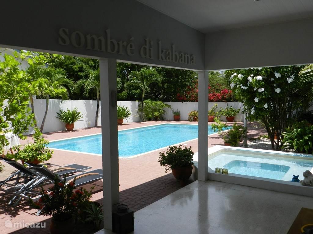 Veranda met zwembad