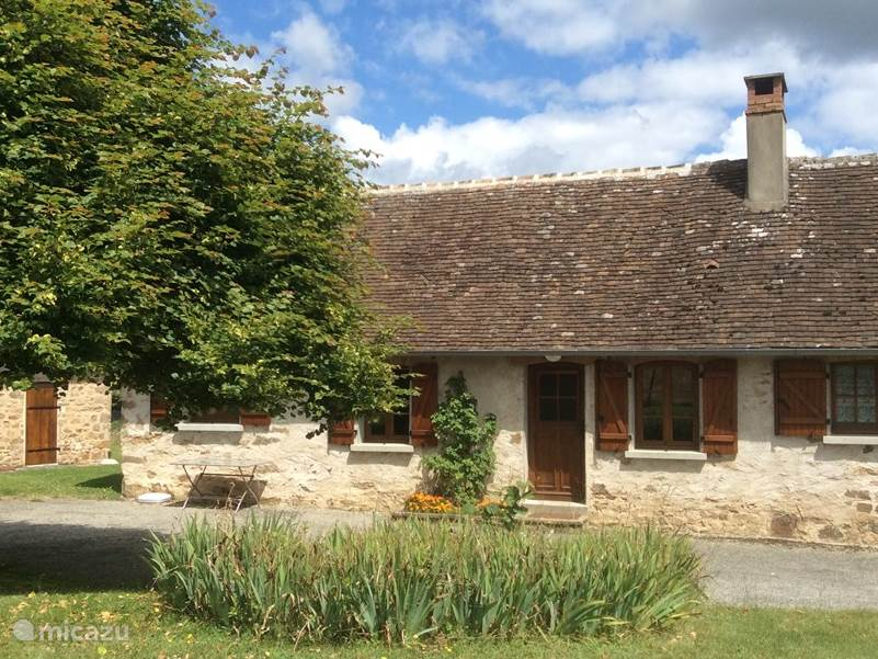Vacation rental France, Limousin, Château-Chervix holiday house donjon