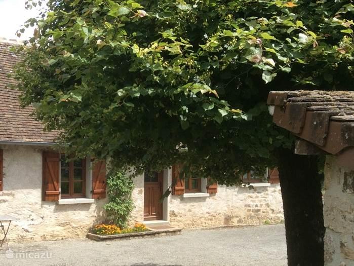 Entree van dit sfeervolle 2-4 persoons vrijstaande franse huisje