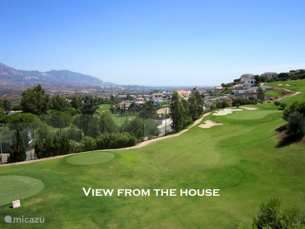 uitzicht vanuit tuin op golfbaan