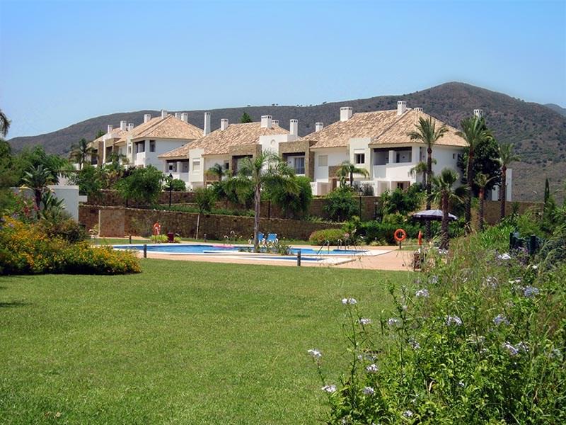 Luxe op een geweldige locatie. Huis aan golfbaan op het grootste golfresort van Spanje. Wegens annulering beschikbaar: 21 juli - 6 aug. KORTING: 25%