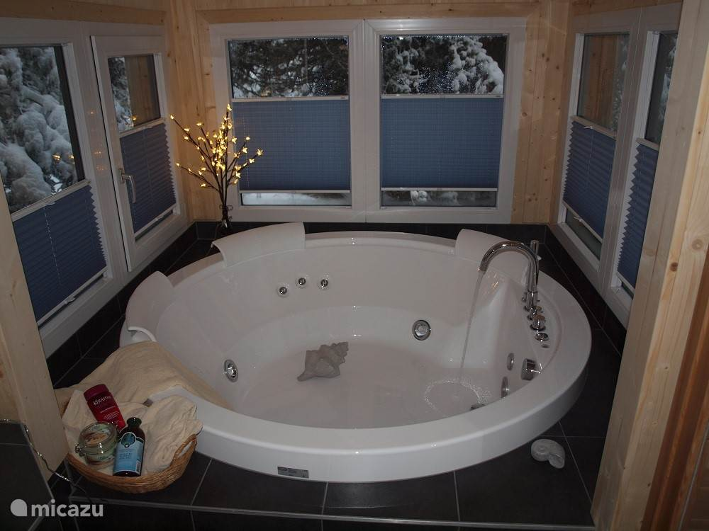 Delicious Jacuzzi for 3/4 people