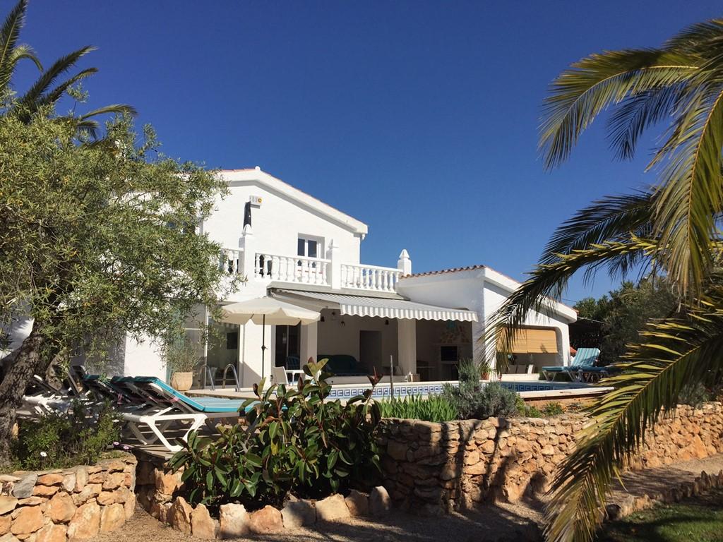 Breng de pinksterdagen door in onze recent verbouwde villa met ruimte voor 12 personen!