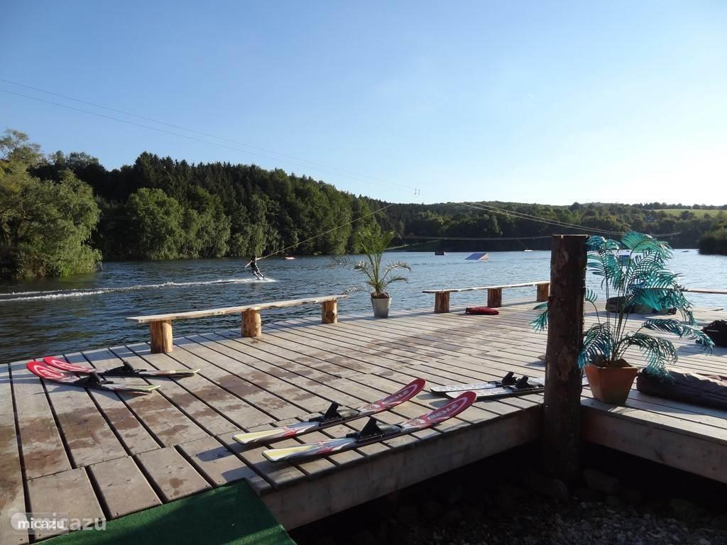 Mogelijkheid om te waterskiën op het vakantiepark