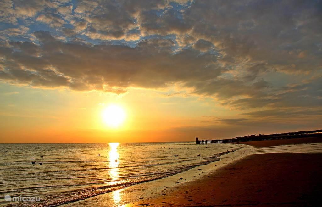 Zonsondergangen aan onze kust zijn prachtig en in de zomer vrijwel elke avond te zien