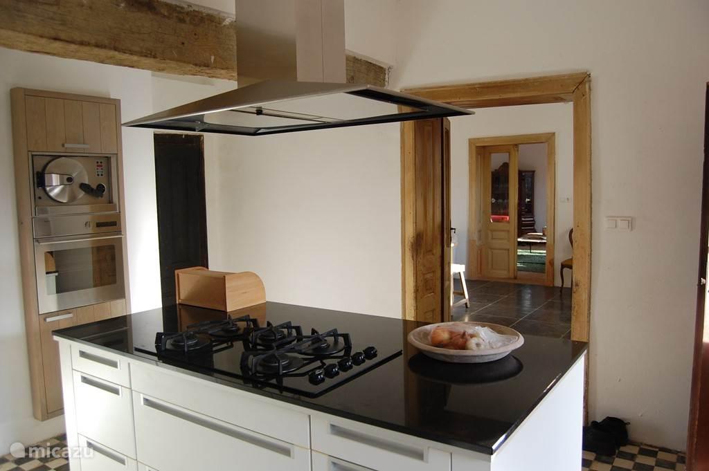 Alle ruimte en voorzieningen om uitgebreid met elkaar te koken