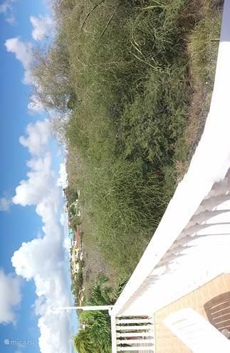 Privé zoneterras met onbelemmerd uitzicht.