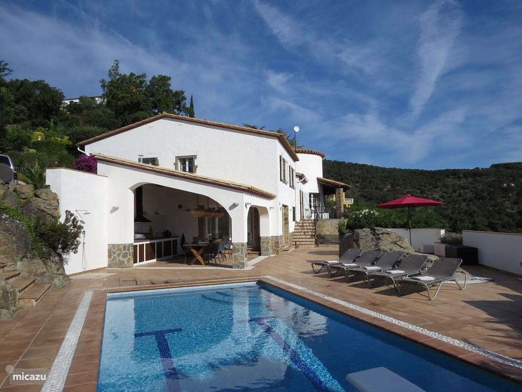 Werkelijk prachtige en zeer luxe villa met alle voorzieningen! Door een annulering de eerste week van juli beschikbaar met leuke korting!!