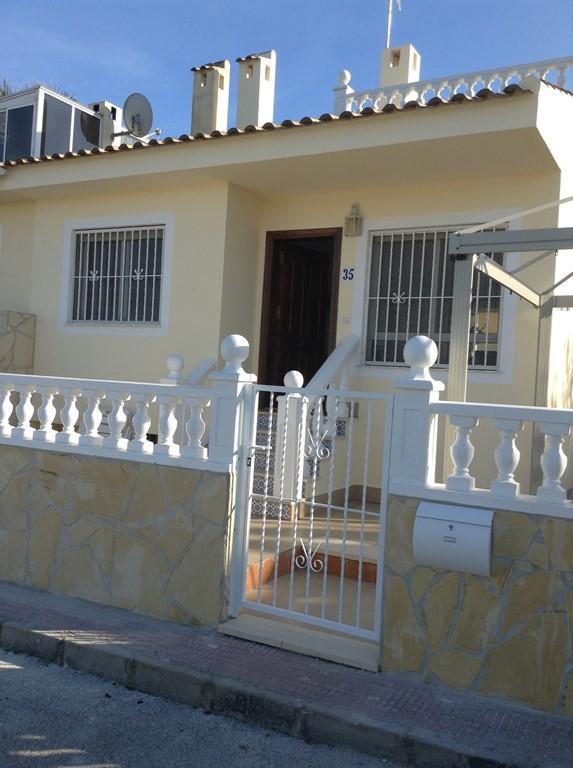 Nieuw ingericht Appartement van alle gemakken voorzien. Gebruik  van zwembad. 6 km van de kust. Rustig gelegen.
