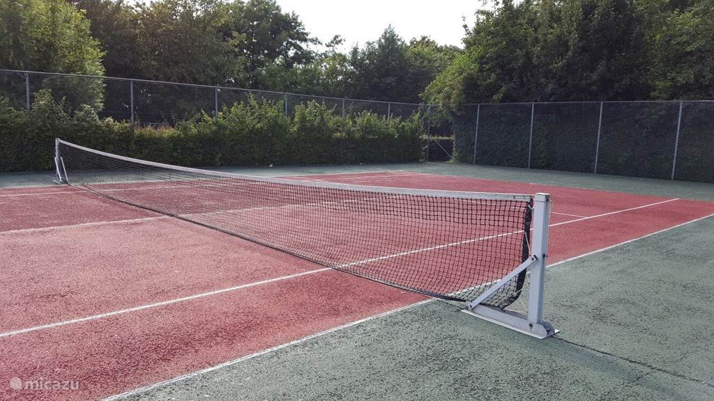 Tennis (gratis) op het pak