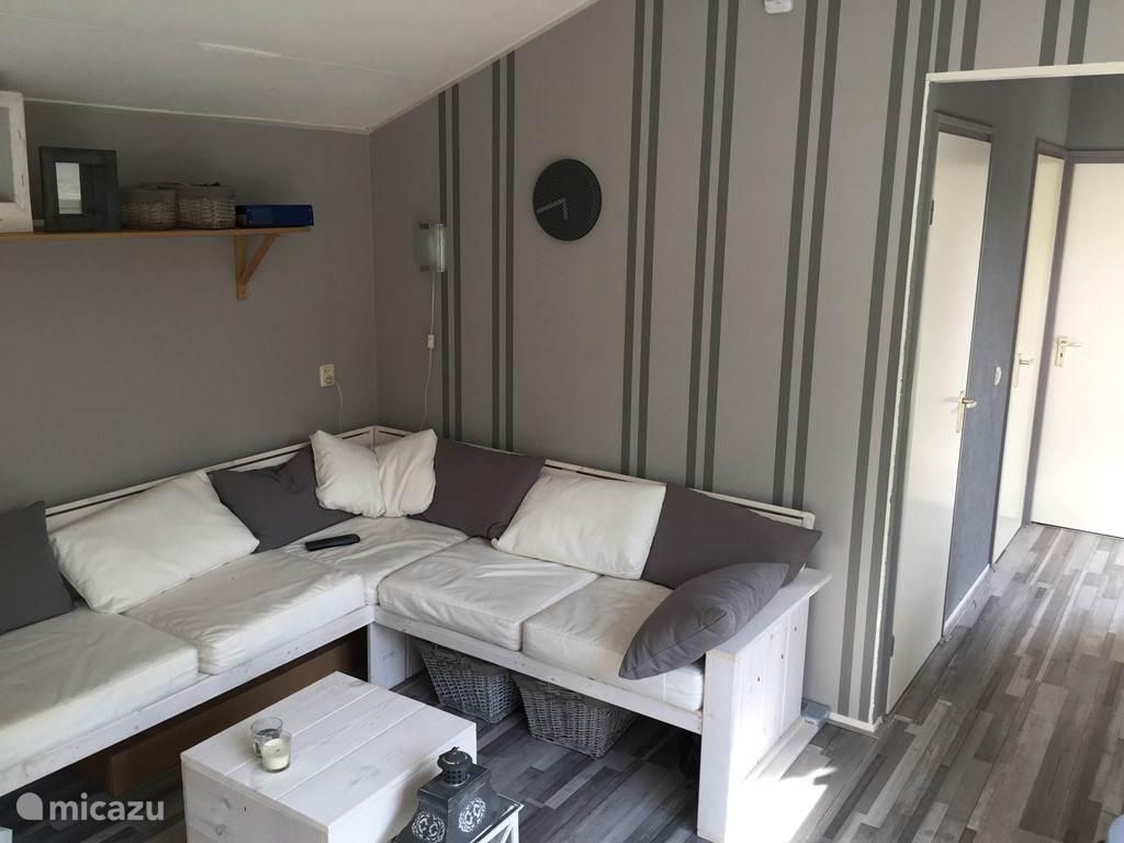 ruime huiskamer