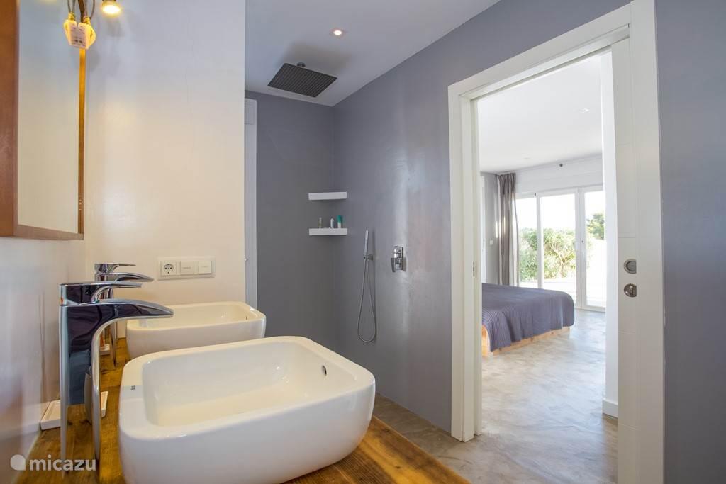 Slaap- en badkamer (en suite) 2