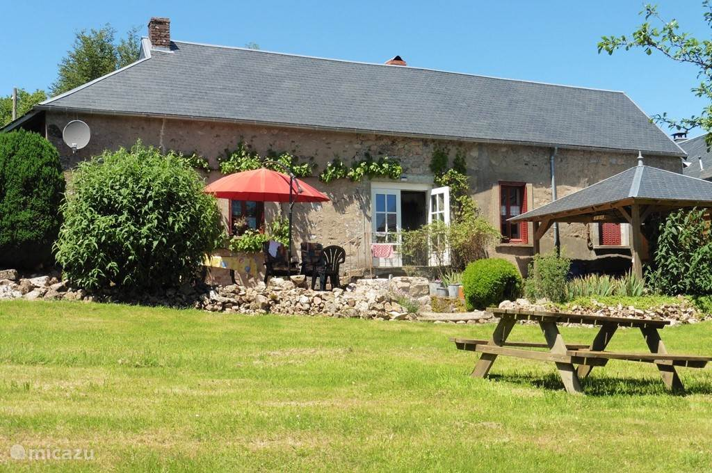 Vacation rental France, Burgundy, Ouroux-en-Morvan holiday house La Jolie Cottage
