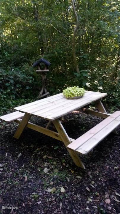 Zij-terras voor ontbijt/picknick mogelijkheden