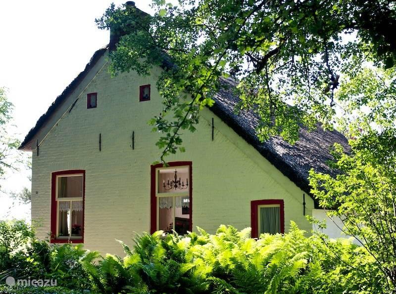 Het huisje vanaf de straatkant