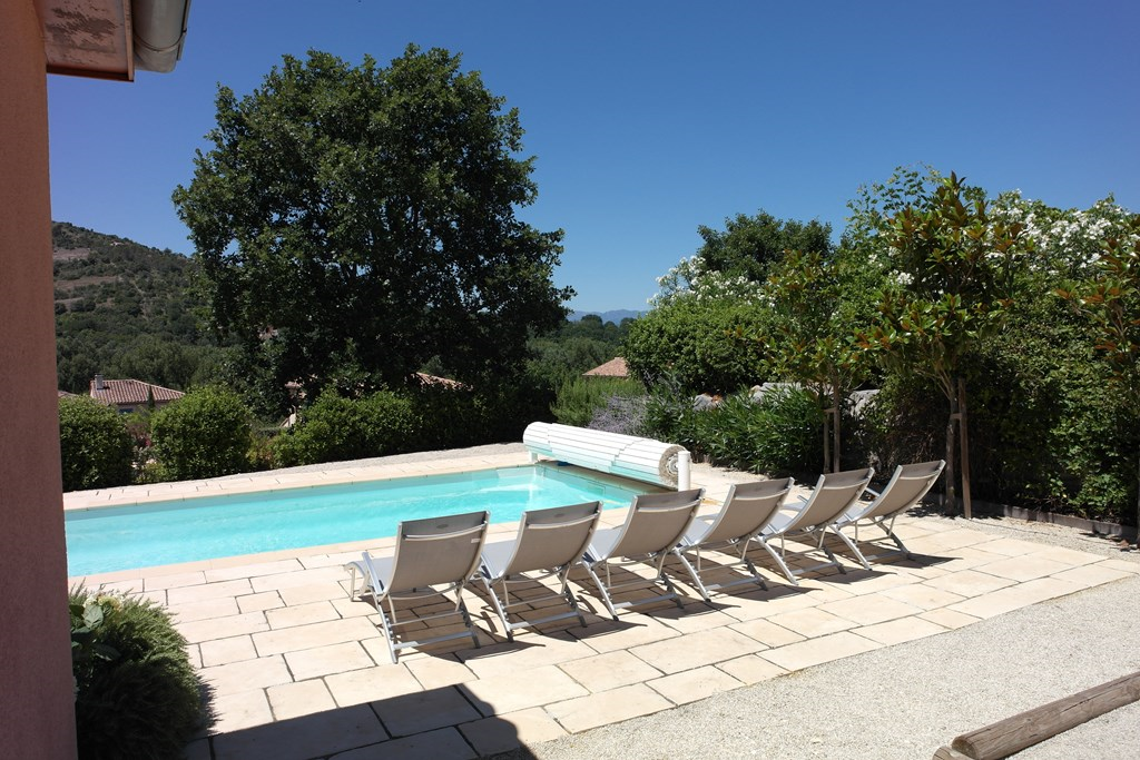 v.a. 30/9:Vrijst. villa, vrije ligging/mooi uitzicht! tennisbn.etc. op Villapark a.d. Ardèche. Huurprijs nu € 895 p.wk.