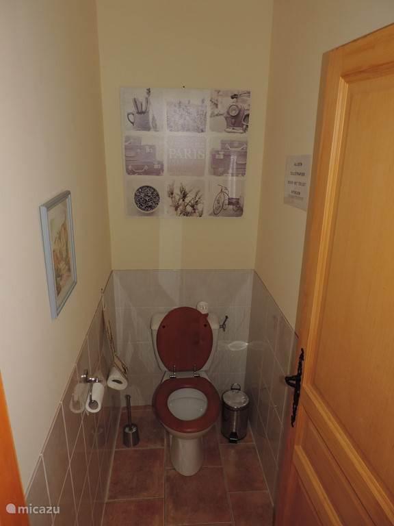 De woning beschikt over twee aparte wc's