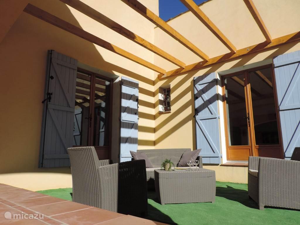 Recent nieuw aangeschaft loungeset. Ziet u uzelf al ontspannen genieten in deze loungeset onder het genot van een drankje?