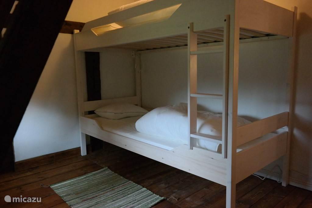 Twee kinderslaapkamers met elk een stapelbed (2x 90x200)