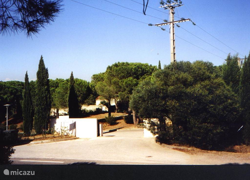 The Residence entrance is located on the Route des Plages, the coastal road from St Tropez to Ramatuelle