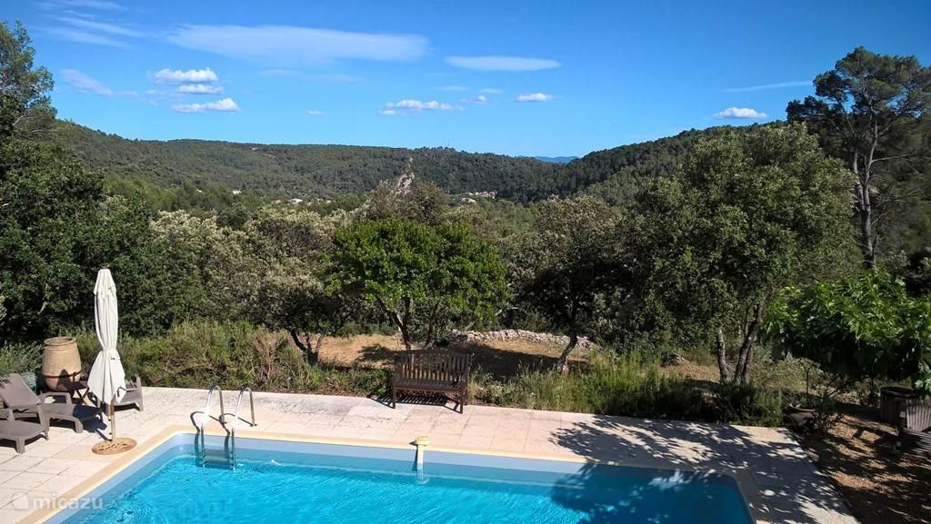 Vrij Uitzicht over Dal, Heuvels en Entrecasteaux
