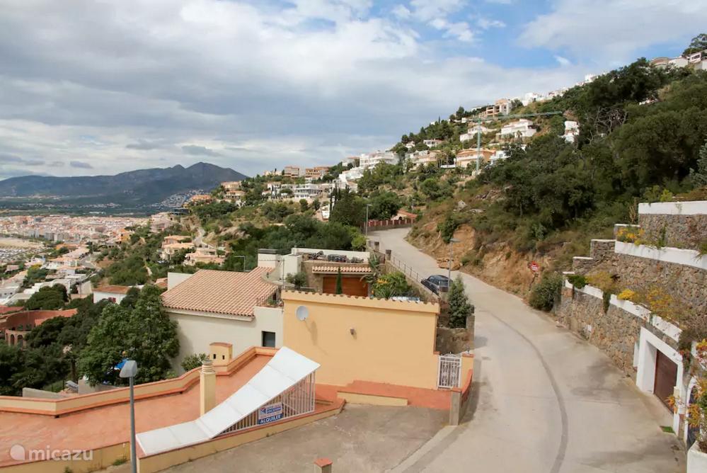 Villa is gelegen aan rustige doodlopende weg