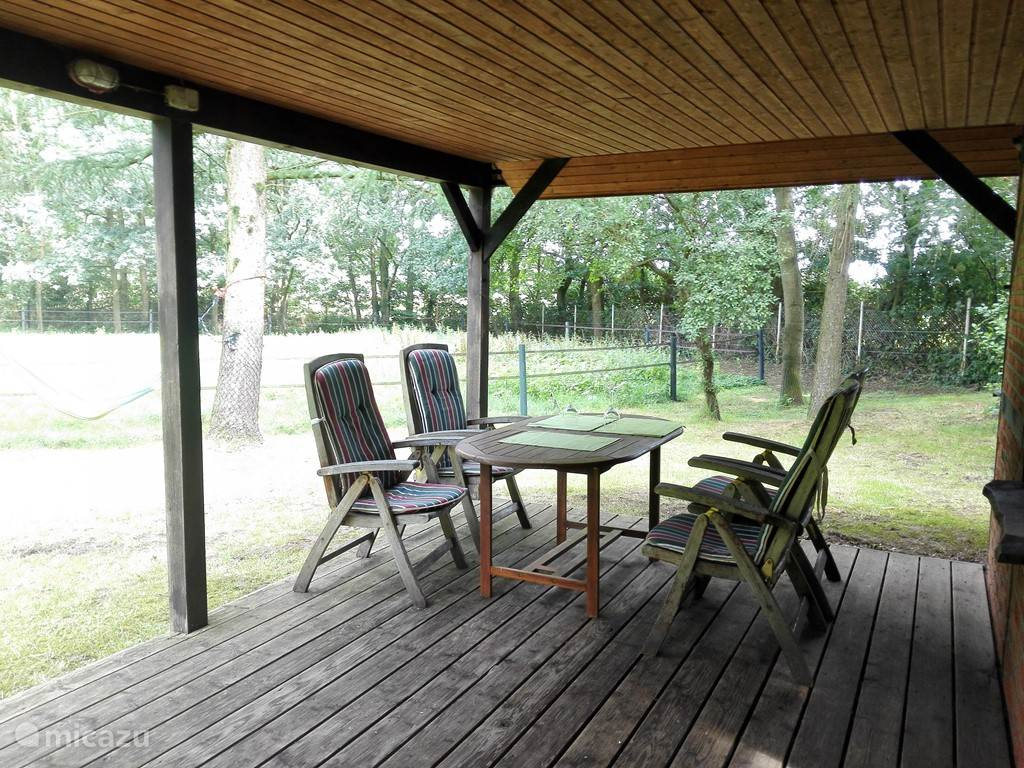 Covered patio with garden with adjustable furniture and seat cushion