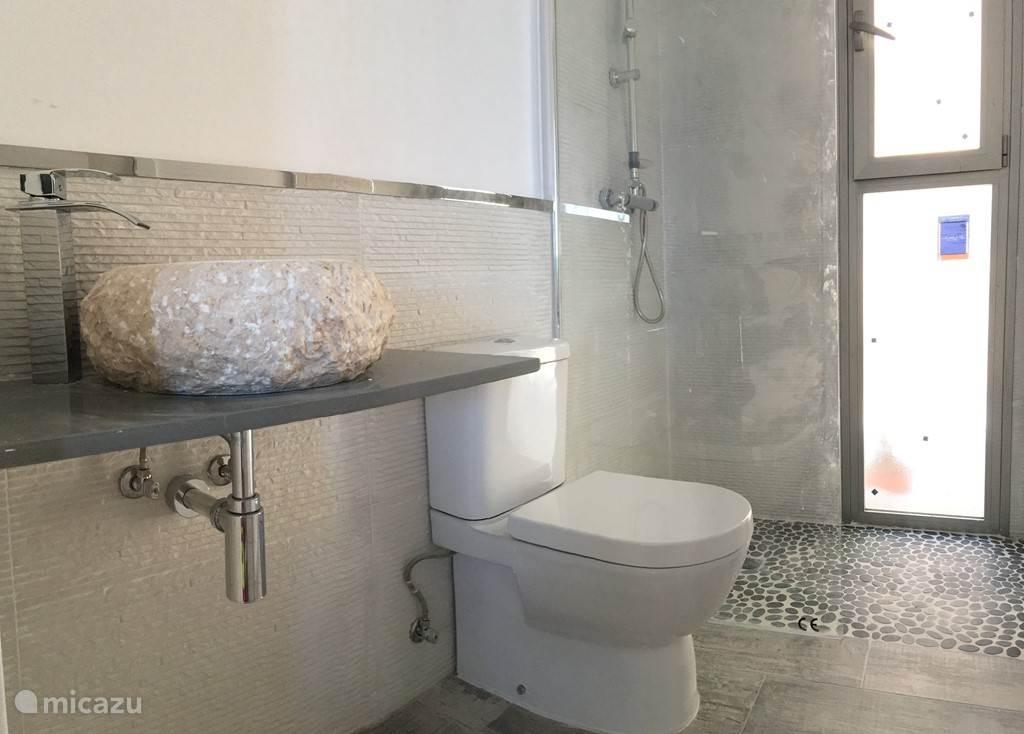 Badkamer van een van de slaapkamers