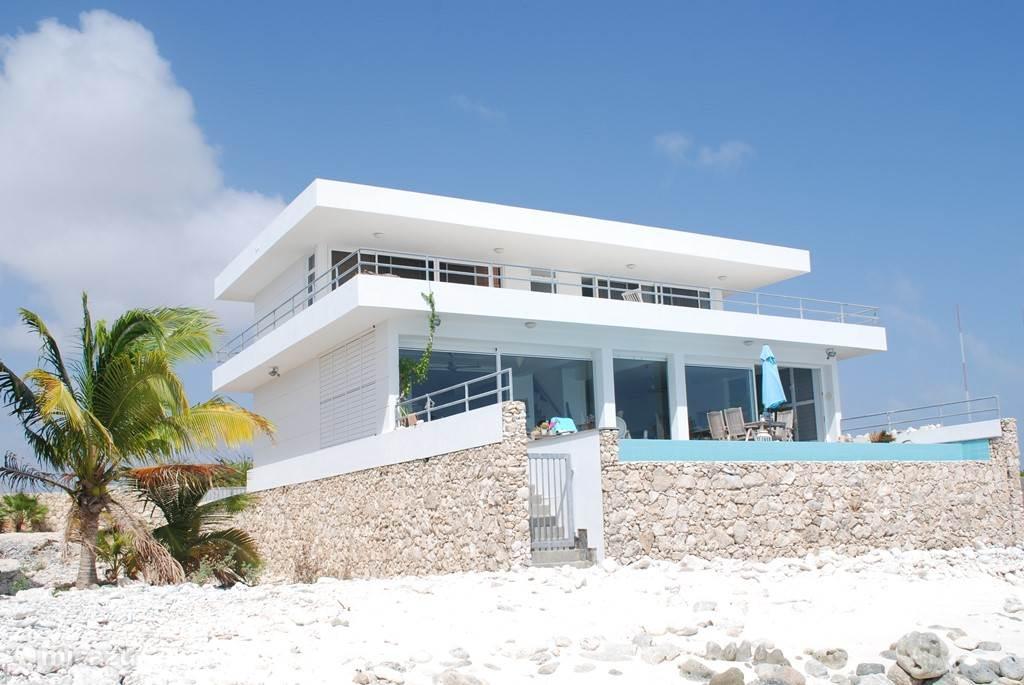 Moderne architectuur, alle kamers zeezicht