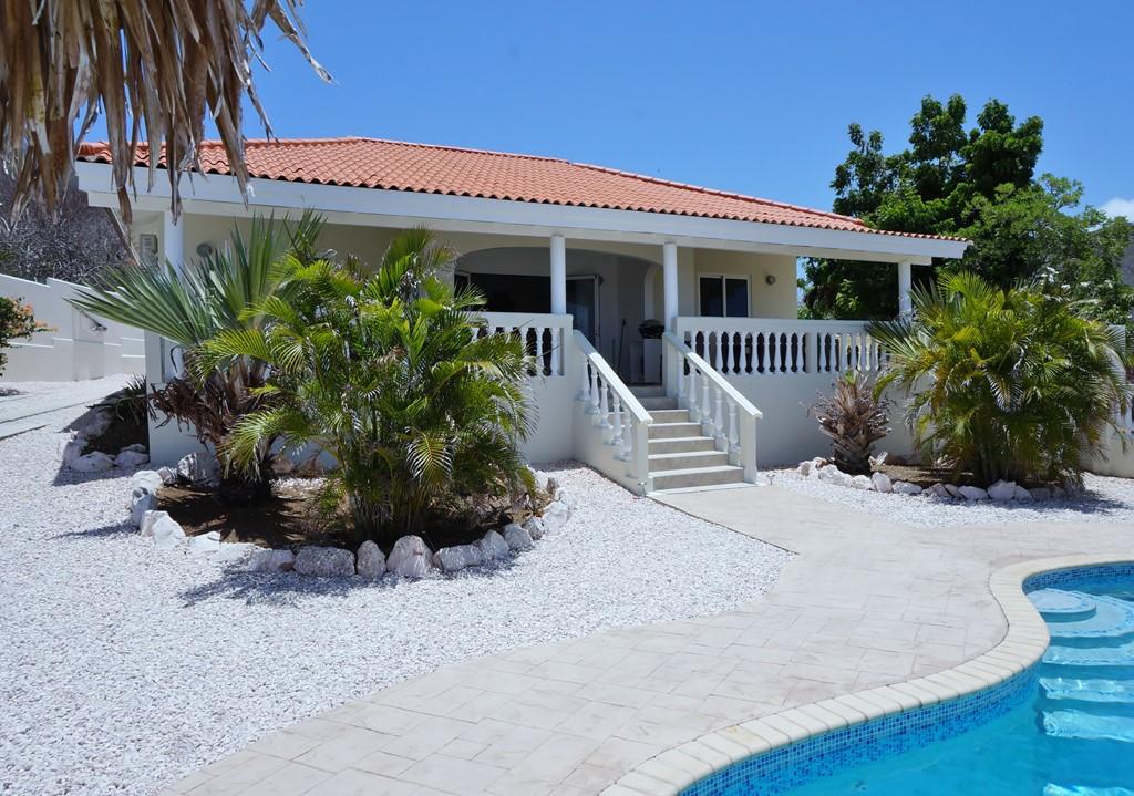 Boek nu nog 12 dagen tropische zon. En verblijf in onze schitterende villa van 11 t/m 22 dec. Ontvang 25% korting op de volledige factuur!