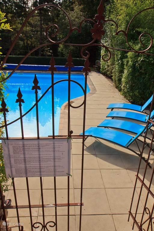 omheind verwarmd zwembad van 12-6 meter