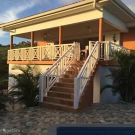Villa casa rietje in sint willibrordus banda abou west for Veranda englisch