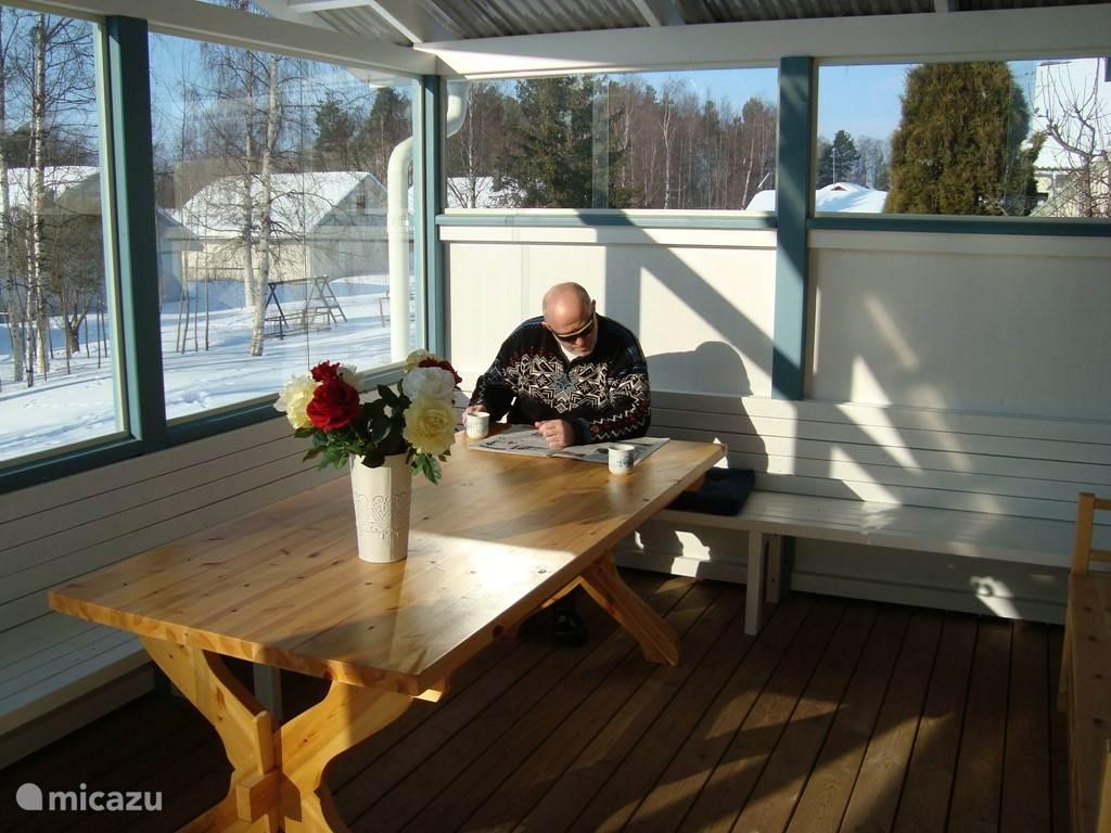 Zelfs in de winter kun je op het terras zitten. Als de zon goed schijnt, is het niet zo koud.