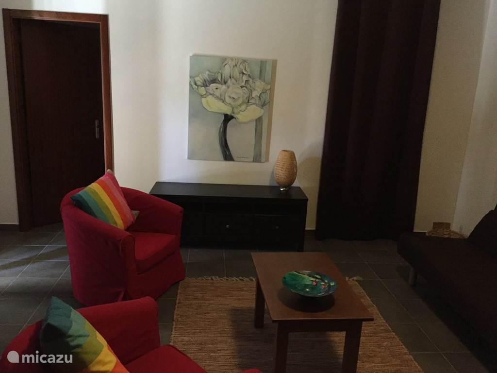 Woonkamer in het appartement