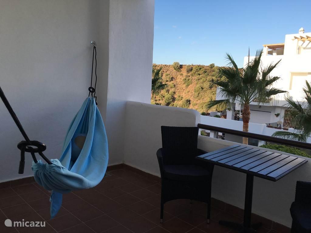De hangmat op een van de terrassen op de beneden verdieping