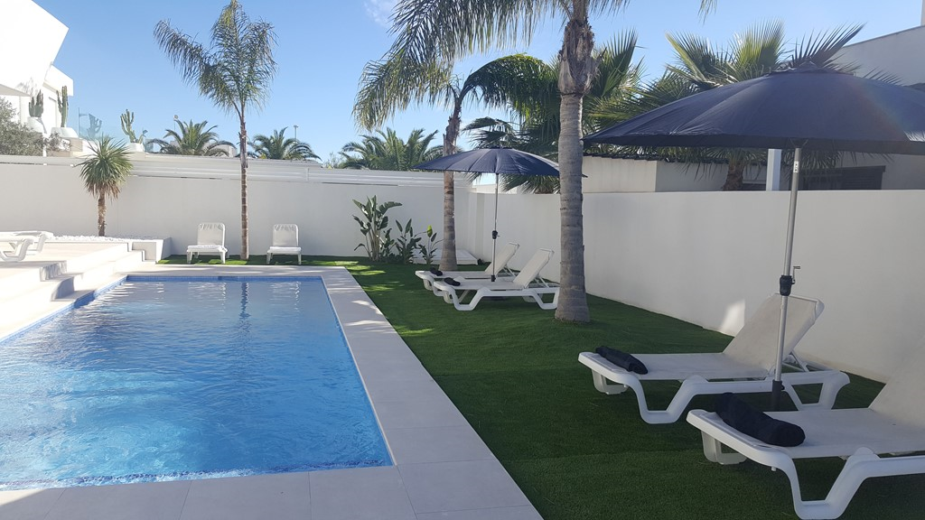 Nog genieten van de Spaanse zon in april mei  25 graden?   Moderne Villa privé zwembad 8 ps beschikbaar periodes : 9-15 april 2017 6-13 mei 2017