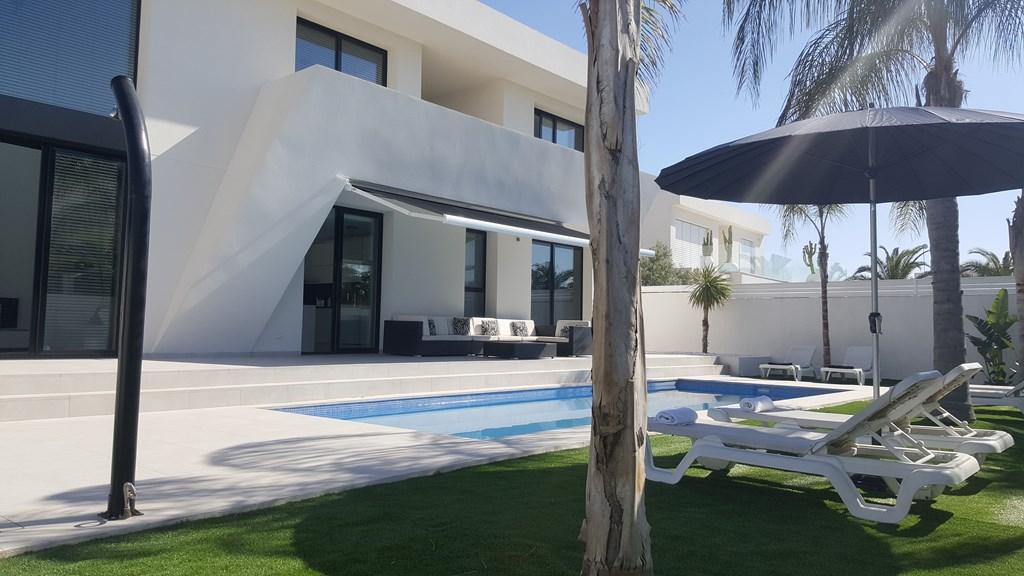 COSTA BLANCA --> Moderne Villa met privé zwembad!  In Maart t/m Juni nog verschillende weken beschikbaar ! Nu € 50,-- korting en gratis Wifi !
