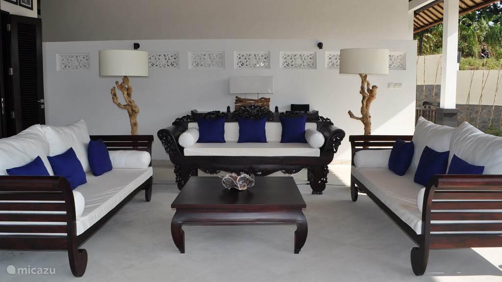 Villa Dewi Sri Lovina / Kayu Putih