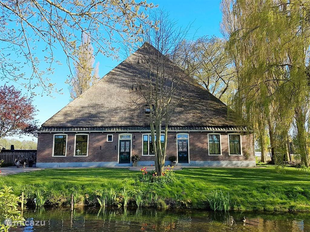Vacation rental Netherlands, North Holland, Andijk farmhouse Villa Prinsenhonk at the lake