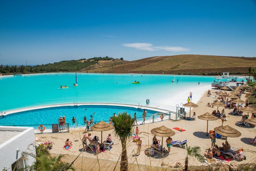 Superpromo ! Van 21-7-2018 tot 28-7-2018 (7 nachten): nu voor € 700 (plus onkosten). Aan privé Lagoon (bootjes, chringuito, beach, ...)