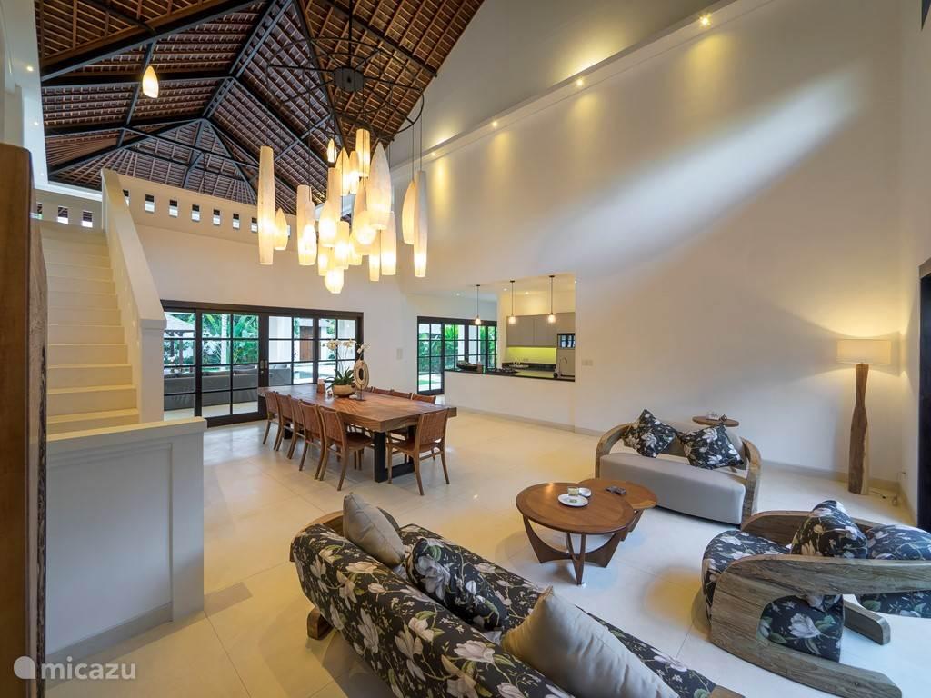 Hoge plafond in woonkamer