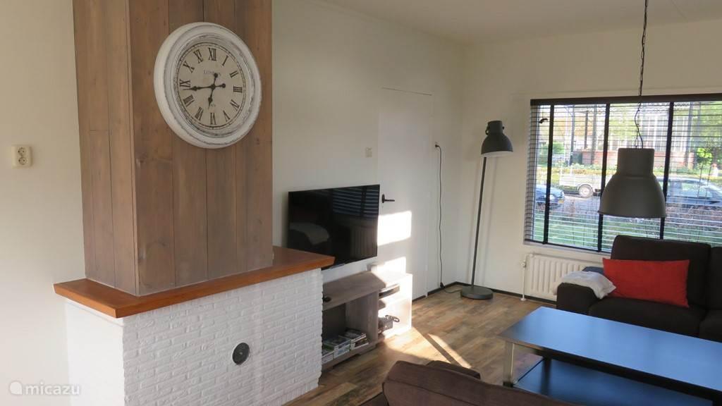 Gezellige woonkamer met grote zithoek, led-tv, wifi